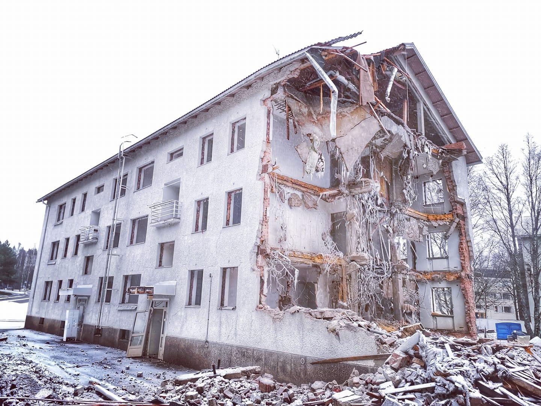 Poutuntien kerrostaloja puretaan joulukuussa 2020. Kuva: Alexsander Bagelius.