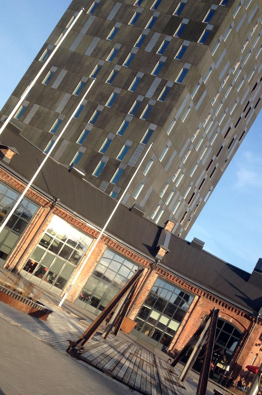 Tampereen Tornihotellissa on onnistuneesti yhdistetty vanhaa ja modernia arkkitehtuuria. Vanhoissa veturitalleissa toimii mm. ravintoloita ja juhlatiloja. Kuva: Sami Karjalainen